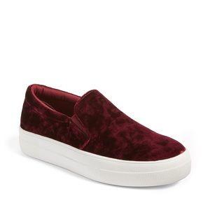 Steve Madden • Gema Velvet Slip-On Sneaker